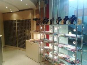 Торговая витрина в магазин натрубках из стекла